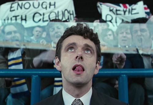 """Clough vor der tobenden Tribüne in """"The Damned United"""""""