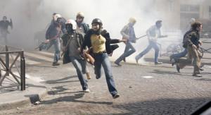 Studentenunruhen in Die wilde Zeit (2012) von Olivier Assayas.