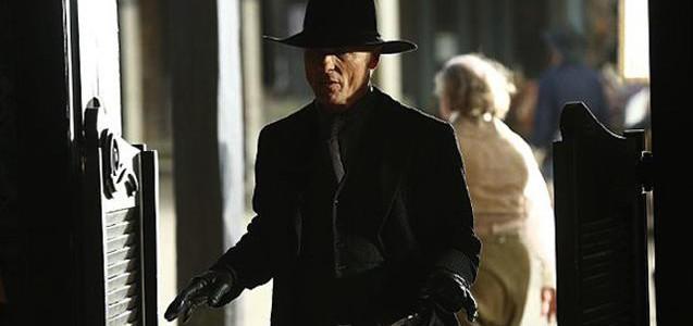 """Erstes Bild von Ed Harris als gefährlicher Revolverheld in """"Westworld"""""""