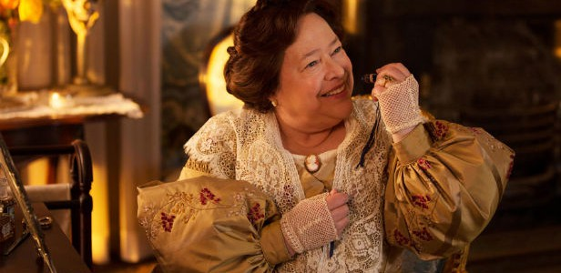 "Kathy Bates checkt in ""American Horror Story: Hotel"" ein"