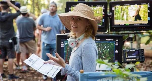 Pitch Perfect 2-Regisseurin und Star Elizabeth Banks im Interview