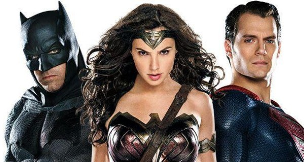 Batman v. Superman: Erste offizielle Bilder aus dem Event-Sequel!