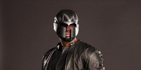"""Neue Fotos zeigen Diggles Kostüm aus 4. Staffel von """"Arrow"""""""