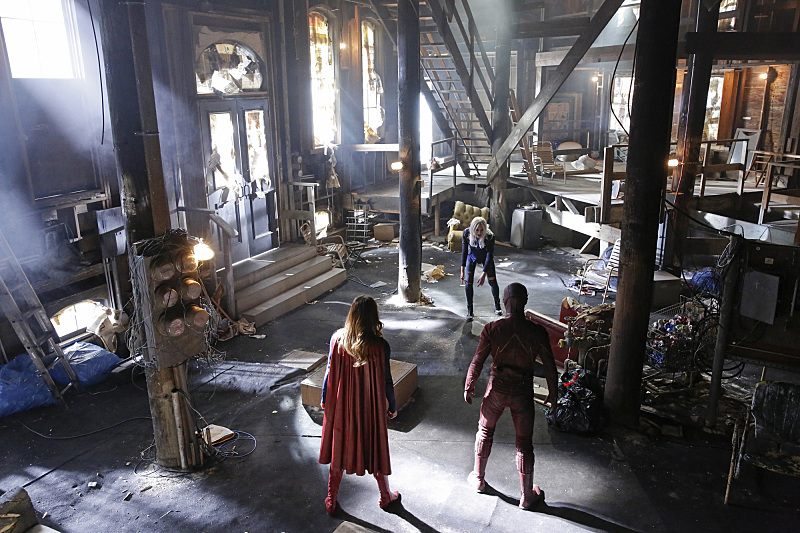 Supergirl The Flash Crossover Trailer Bild 1