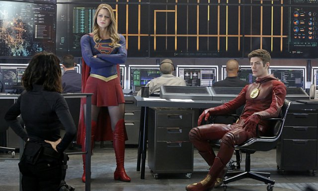Supergirl The Flash Crossover Trailer