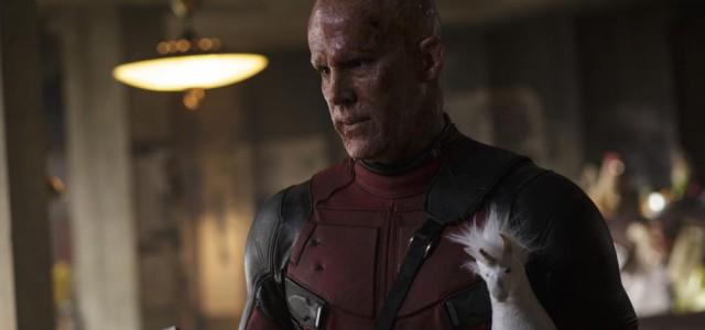 Deadpool tötet, masturbiert und rettet Katzen in einer neuen Szene!