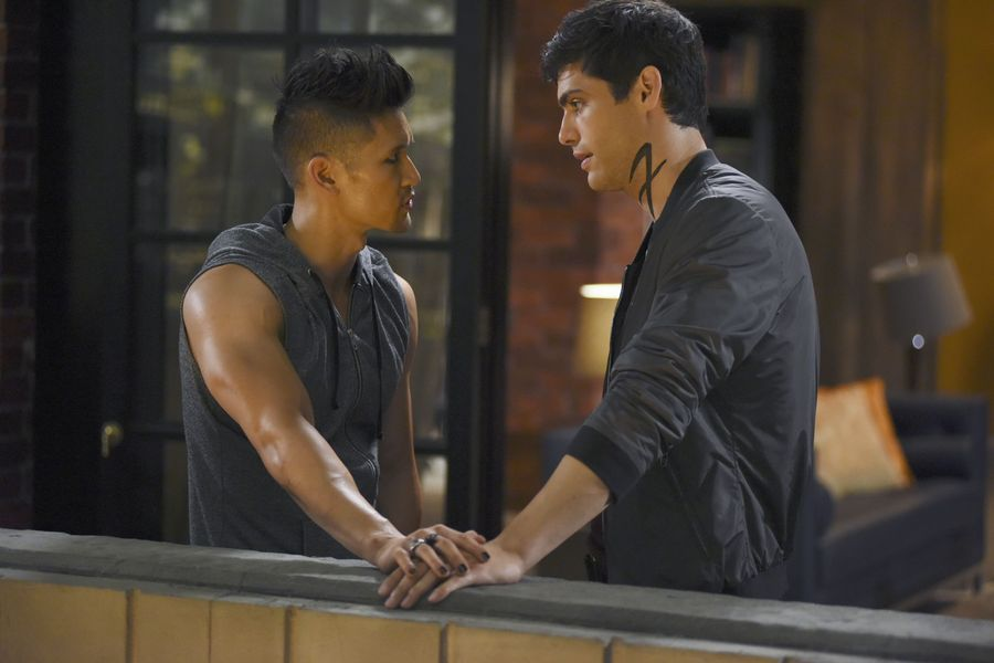 Shadowhunters Season 2 Bild 1