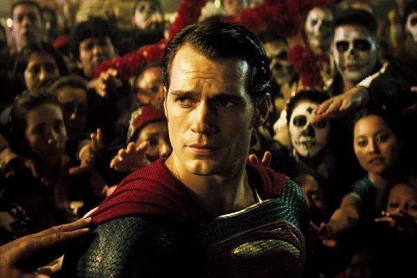 Batman v Superman Dawn of Justice (2016) Filmbild 1