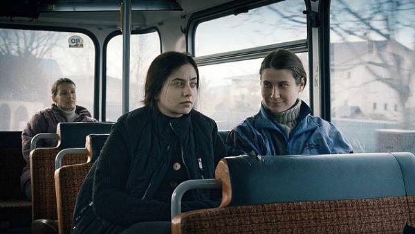 Jenseits der Hügel (2012) Filmbild 2