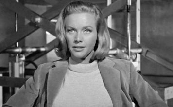 Honor Blackman tot
